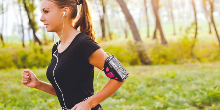 running with noise cancelling headphones